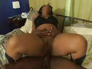 ebony mature babe takes banged in home by black