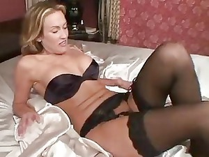mature into pantyhose devices her pussy