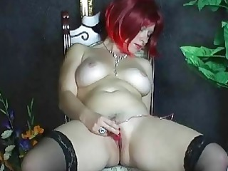 busty amateur maiden playing her clean pussy at