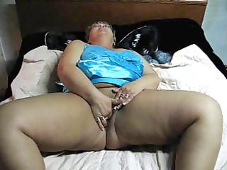 bbw milf masturabating on cam