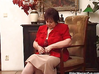 heavy granny fucks her old kitty with dildo