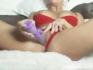 desperate maiden masturbating on her webcam