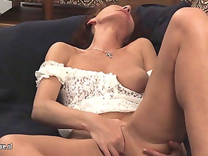 older whore mom enjoy with her granny kitty