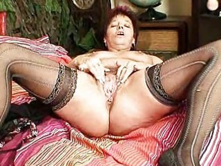 ancient inexperienced milf spurting her kitty