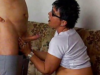 woman proves her experience inside dick sucking