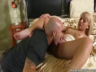 desperate blonde lady jasmine tame trades head