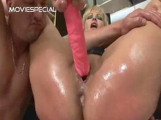 grownup lady obtains asshole pierced