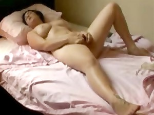 my hot mum fisting on her bed. hidden cam