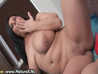 thick mature brunette with big part1