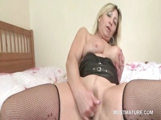 slutty albino cougar oral fucking young pecker