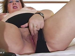 fat older  mom pleasing with her pussy on bedstead