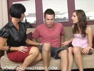 lady teaching teen how to ain obtain pregnant