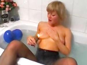 blond fresh wife playing and masturbating