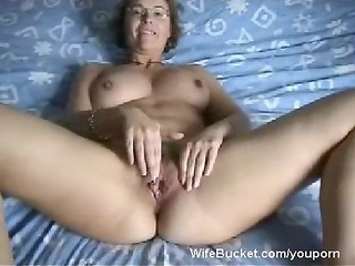 woman wife finger-fucking her loose cave